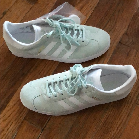 timeless design 83007 0977a NWT ADIDAS MINT GREEN SUEDE GAZELLE WOMENS size 9